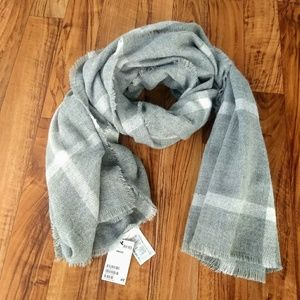 H&M plaid scarf in gray and white